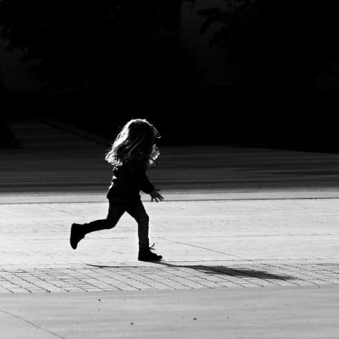 Rémy Slama enfants - une petite fille qui court