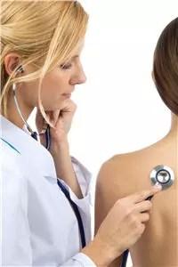 une visite chez le médecin s'impose lorsque la toux s'éternise ou qu'elle
