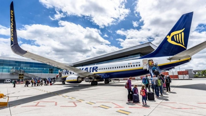 La tijera de Ryanair llega al aeropuerto de Santiago de Compostela