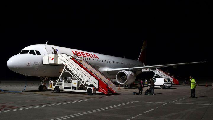 Iberia asumirá los vuelos de Iberia Express en Santiago desde el 1 de julio