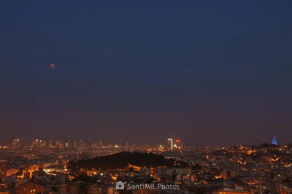 Luna de sangre sobre la ciudad