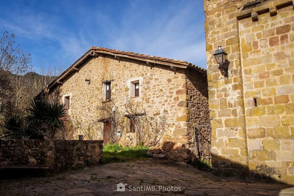 La casa de al lado de la iglesia
