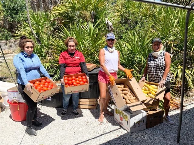 Sanibel Farmer's Market Partners With FISH in New Program