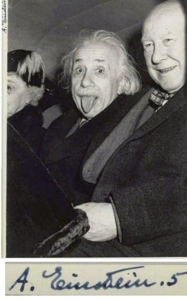 Einstein com a língua de fora - foto de Arthur Sasse no dia 14 de março de 1951, no final da festa do 72.º aniversário de Einstein