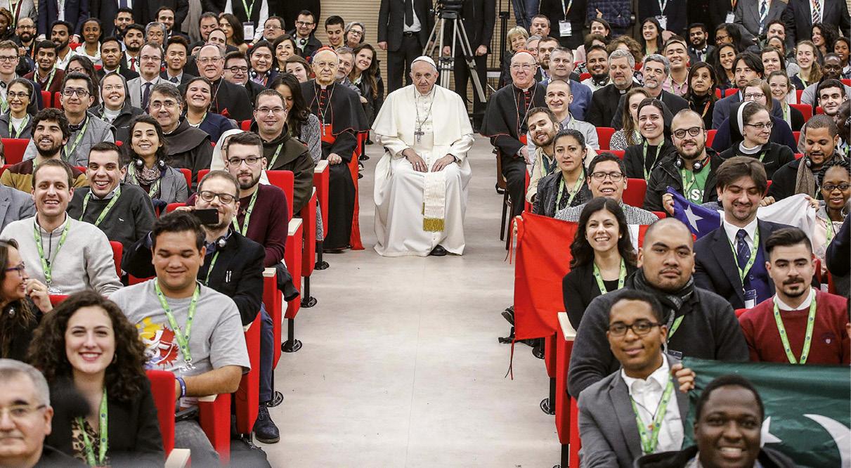 Papa Francisco no fim do encontro pre-sinodal com os jovens no Colégio Maria Mater Ecclesiae, em Roma, 19 March 2018. EPA/FABIO FRUSTACI