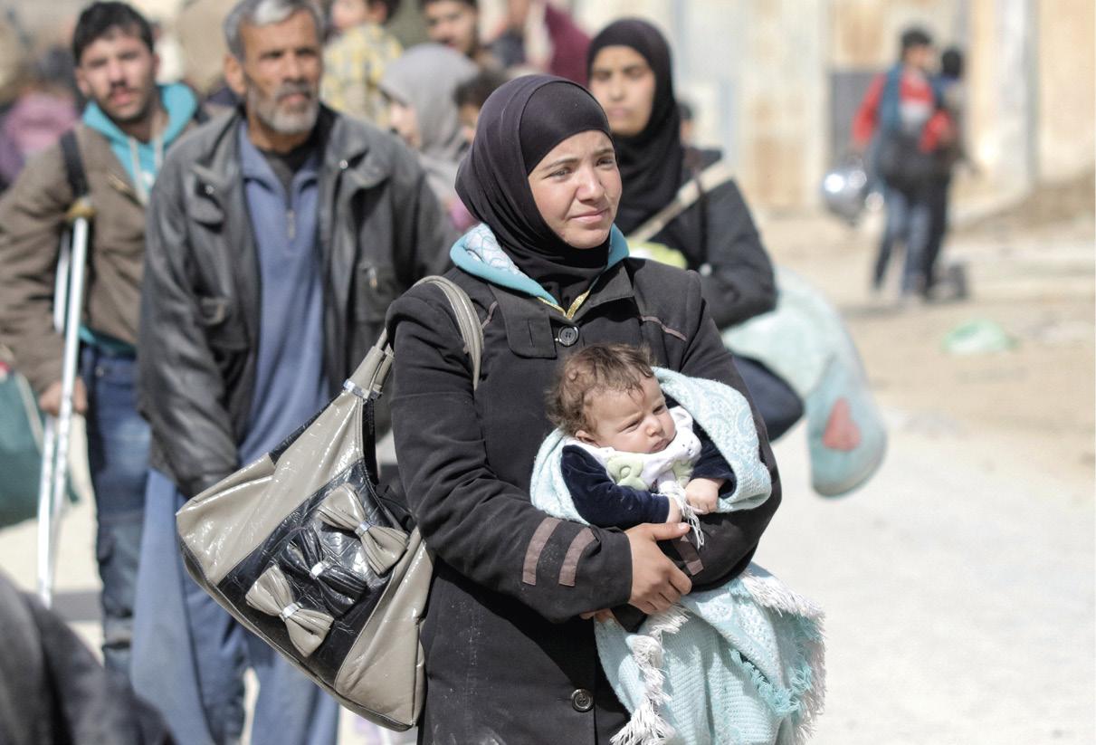 Cidadãos sírios saindo do Ghouta oriental, controlado pelos rebeldes, no interior de Damasco, Síria, 18 de março de 2018. EPA / YOUSSEF BADAWI.