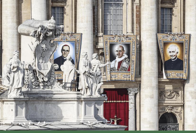 Estandartes dos novos santos D. Óscar Romero e Paulo VI, na Praça de S. Pedro, em Roma, 14 de outubro de 2018.