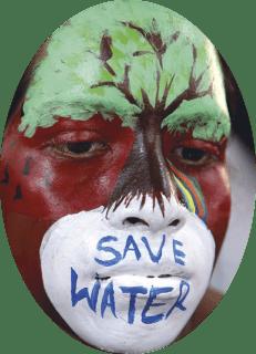 Mais de 100 jovens mulheres indianas participam numa competição de pintura facial entre faculdades para alertar sobre a conservação ambiental, em Bhopal, Índia, 19 de fevereiro de 2018. EPA / SANJEEV GUPTA