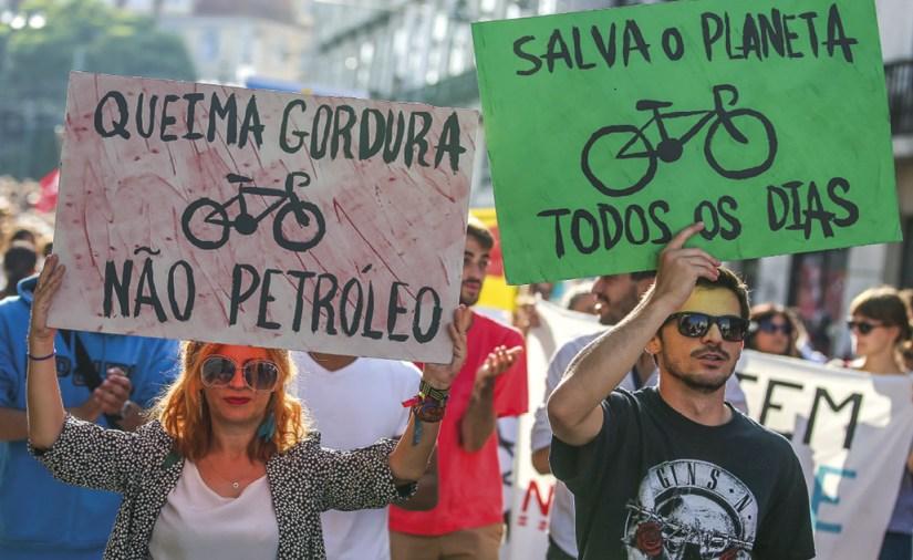 Marcha pelo Clima, Lisboa, Portugal, 08 de setembro de 2018. JOSÉ SENA GOULÃO / LUSA Os movimentos ecologistas aparecem, muitas vezes, mais como reivindicações ou manifestações contra... do que como uma opção pessoal e comunitária de um estilo de vida em sintonia e respeito com a natureza.