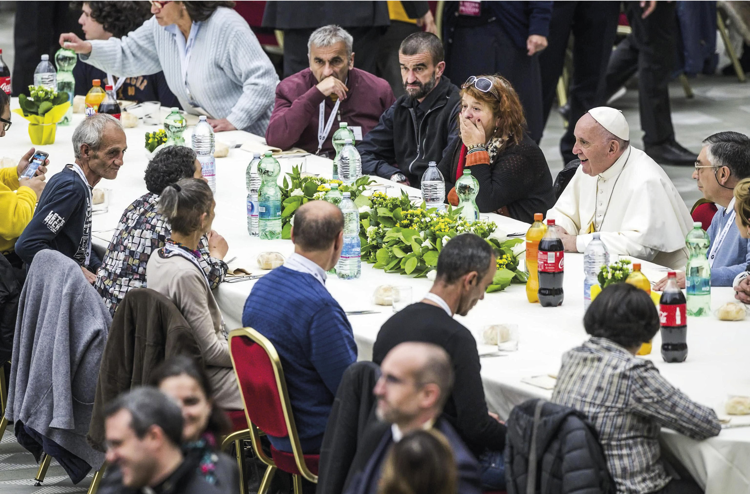 Papa Francisco almoça com os pobres na Sala Paulo VI, por ocasião do II Dia Mundial dos Pobres, no Vaticano, 18 de novembro de 2018. EPA / Angelo Carconi.