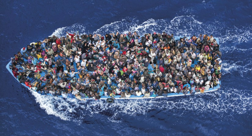 """Foto intitulada """"Operação Mare Nostrum"""", do fotógrafo Massimo Sestini, da Itália, que ganhou o 2º prémio na categoria General News Singles, do 58º Concurso Mundial de Fotografia."""