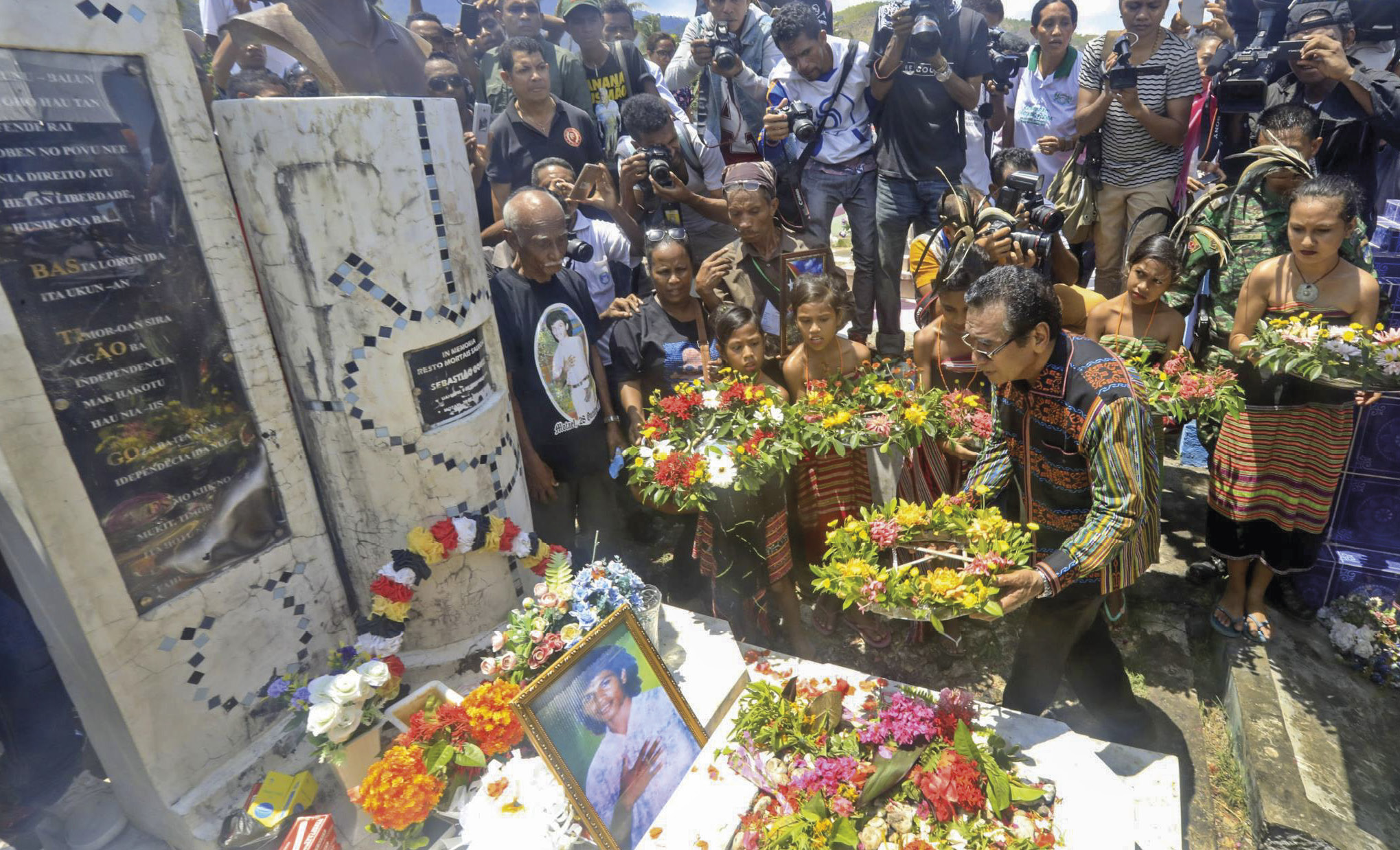 Presidente da República de Timor Leste, homenageia as vítimas do massacre no cemiterio de Santa Cruz.