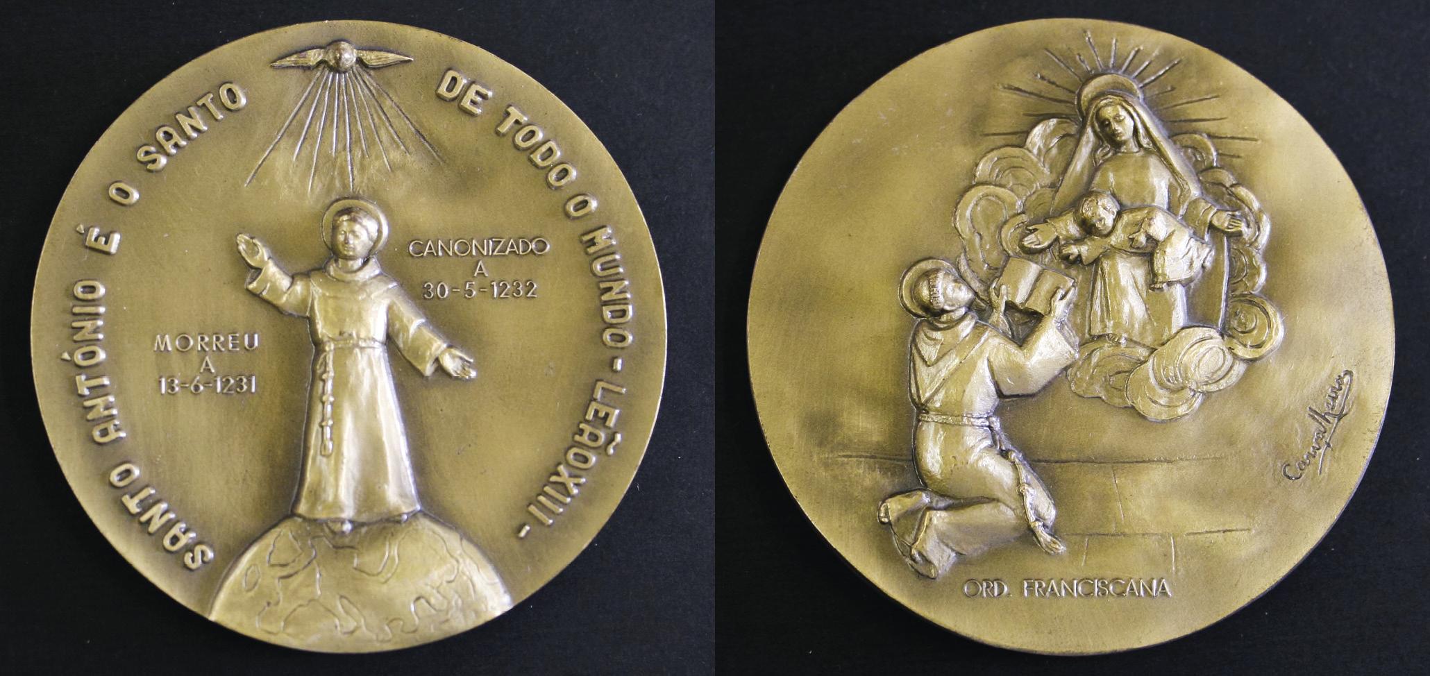 Medalha em bronze. Autoria: Maria Amélia Carvalheira, Séc. XX, Coleção Museu de Lisboa – Santo António, MA.MED.0006