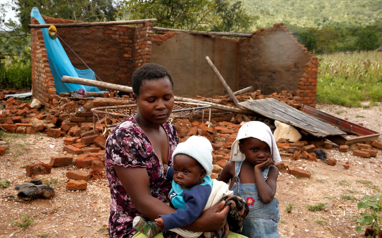 Vítimas do ciclo Idai que fustigou a zona e Sofala, em Moçambique e afectou mais de oitocentas mil pessoas.