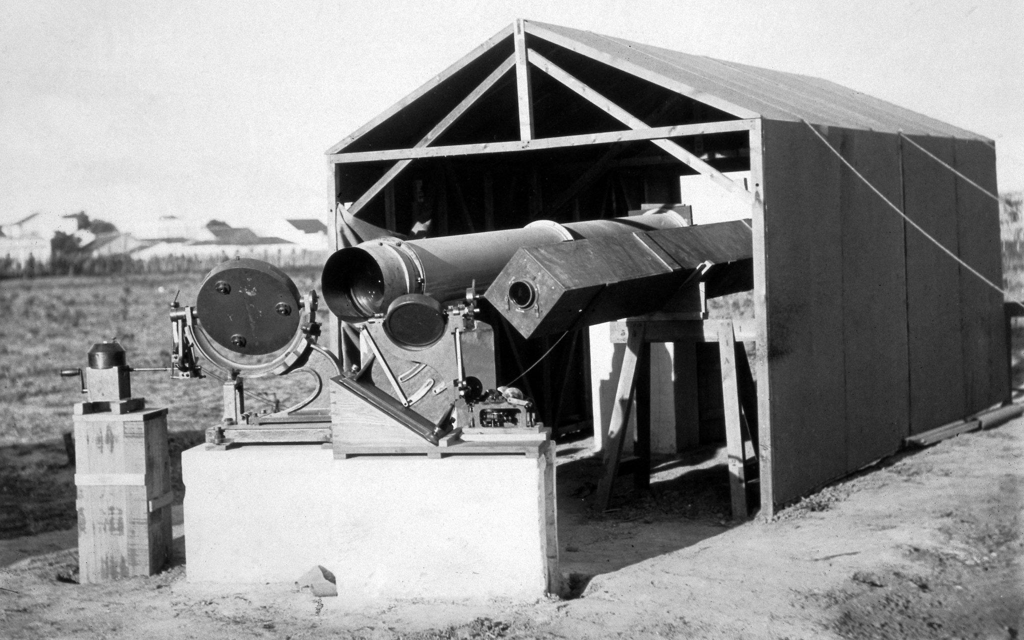 Instrumentos utilizados durante a expedição do eclipse solar de 29 de maio de 1919, em Sobral, Brasil.
