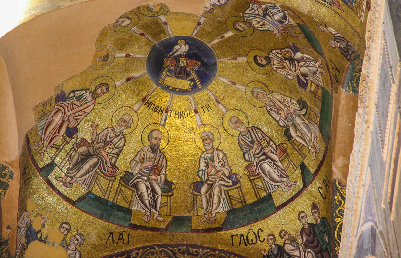 Pentecostes: Abóbada do Santuário do Mosteiro Hosios Loukas, Grécia -- Foto 2009 de Hans A. Rosbach/CC-BY-SA-3.0.