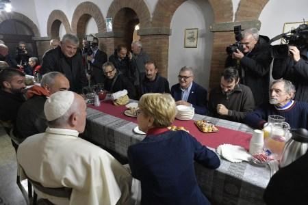 Papa Francisco visita a Penitenciária Apostólica, por ocasião do 3º Dia Mundial dos Pobres, novembro de 2019. EPA / VATICAN MEDIA
