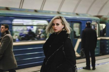 A rapariga do comboio, Foto de Ivan Akimenko | Unsplash.