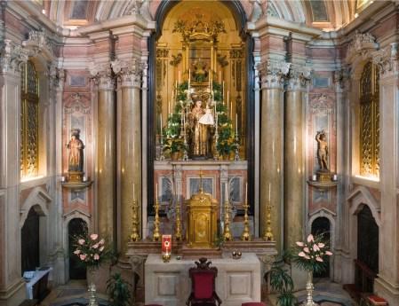 Altar mor da Igreja de Santo António que se ergue no local da casa onde Santo António nasceu. © CML.