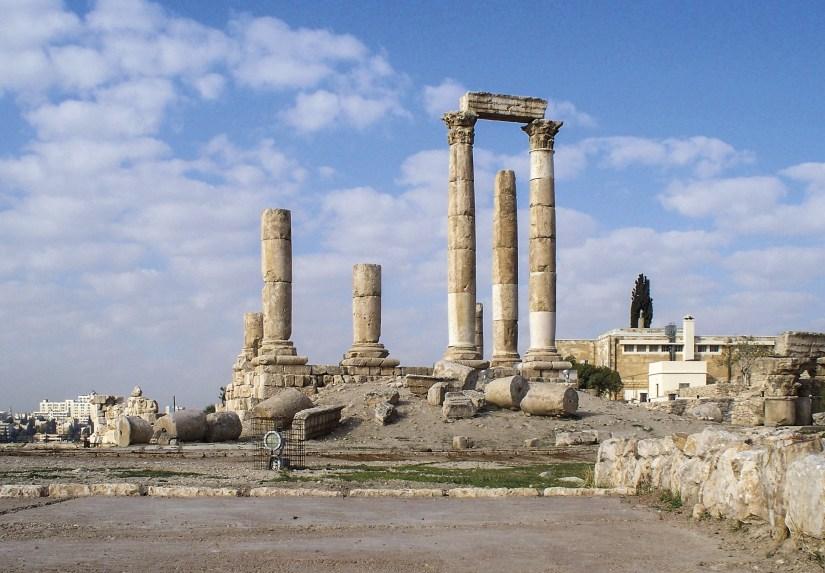 Ruínas do Templo de Hércules, Ammã, Jordânia.  Foto High Contrast, 2009 | Wikimedia Commons.