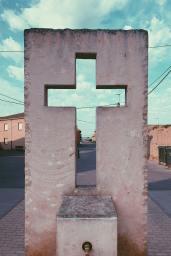 Cruz vazia, Foto de Jon Tyson | Unsplash