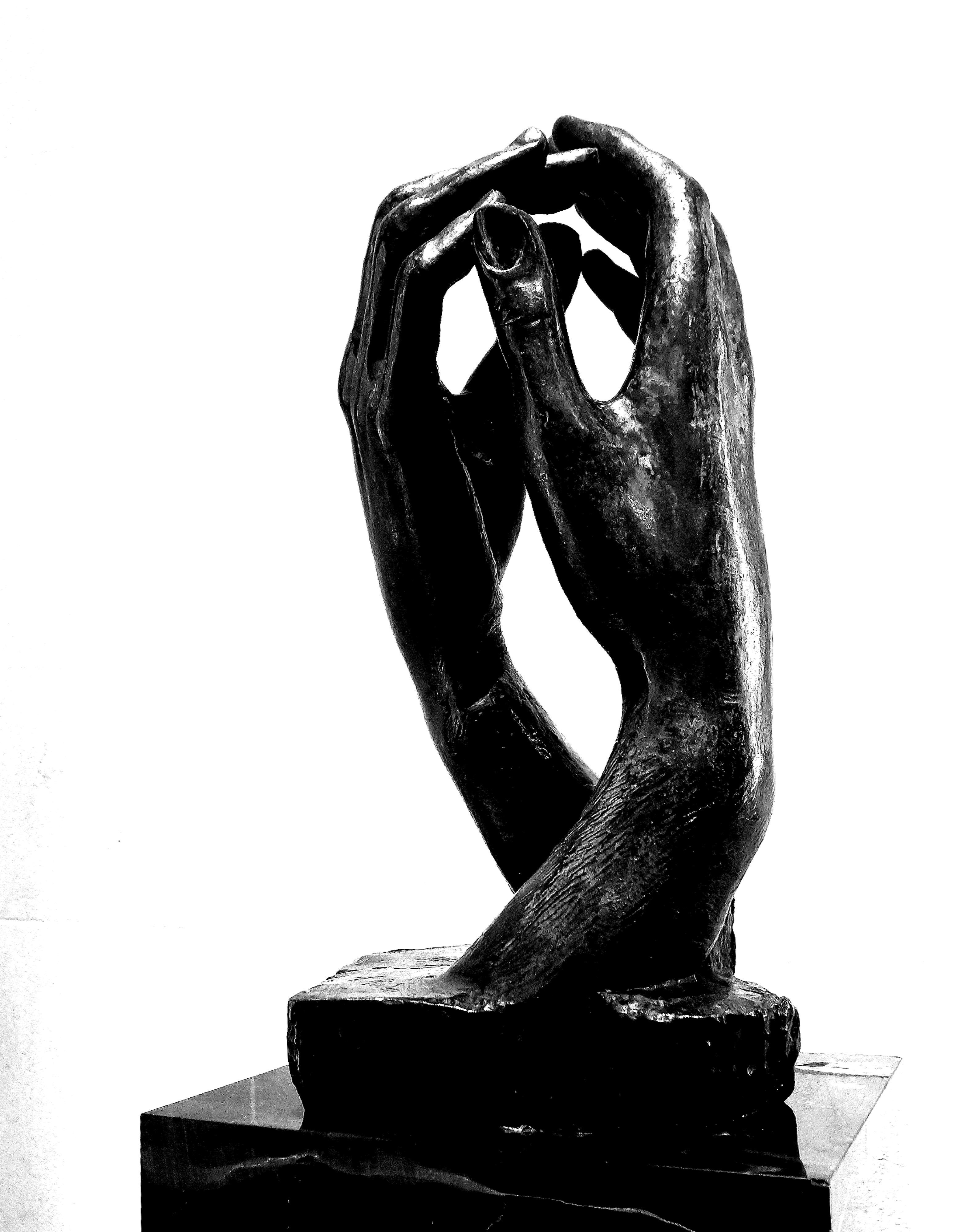 A Catedral ou o Arco da Aliança, de Augusto Rodin, Museu de Filadélfia, EUA. Foto de Regan Vercruysse, 2014. Wikimedia Commons.