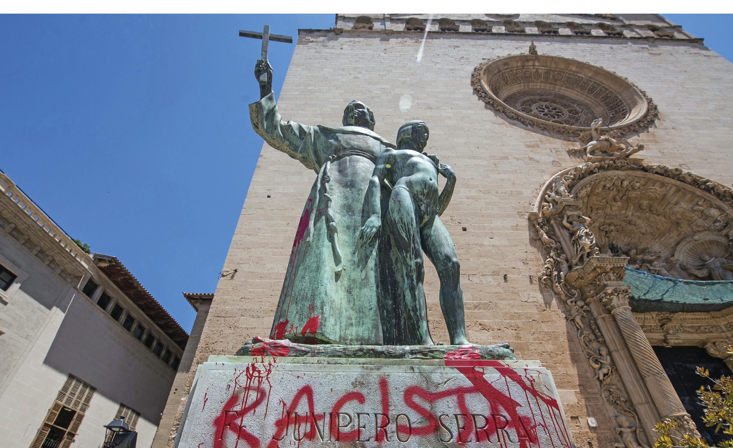 Estátua de Frei Junípero Serra vandalizada, Palma de Maiorca, Espanha, 22 de junho de 2020.Foto EPA / Atienza.