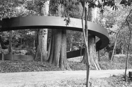 The world becomes silent (O mundo fica em silêncio), aço, Rui Chafes, 2004, Jardim da Sereia, Coimbra, Portugal