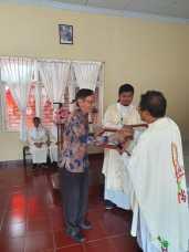 Pemberian Penghargaan kepada Bpk. Sugeng Wijaya selaku donatur material bangunan