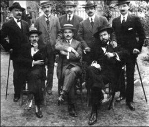 Ο Γληνός, μαζί με συναδέλφους και φοιτητές του