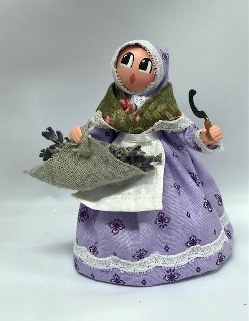 Femme lavande santons de provence