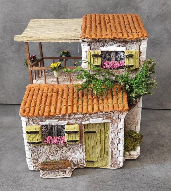 Maison avec terrasse jaune santons de provence