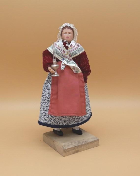 Femme et sa lampe santons de provence