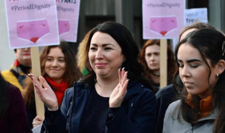 Escocia-oferece-absorventes-gratuitos-para-as-mulheres-768x444