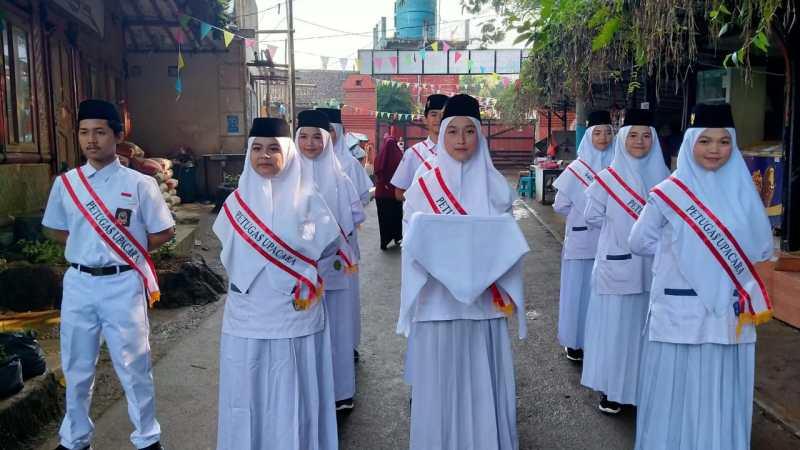 Al Fath Laksanakan Upacara Bendera Peringati HUT RI Ke-75 Sebagai Wujud Nyata Hubbul Wathon Minal Iman