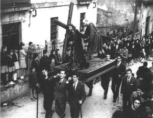 Procesión SS junta a casa Blanco, 1965