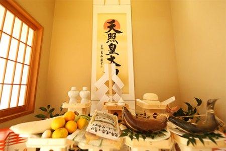 統家の祭壇(葛原正八幡宮 2018)