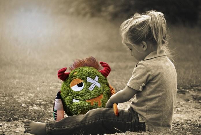 little-girl-1611352_1280-1030x691