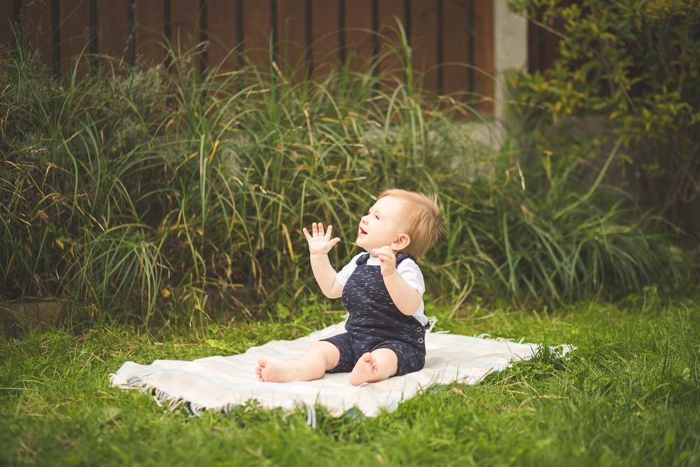 toddler photo session garden outdoor