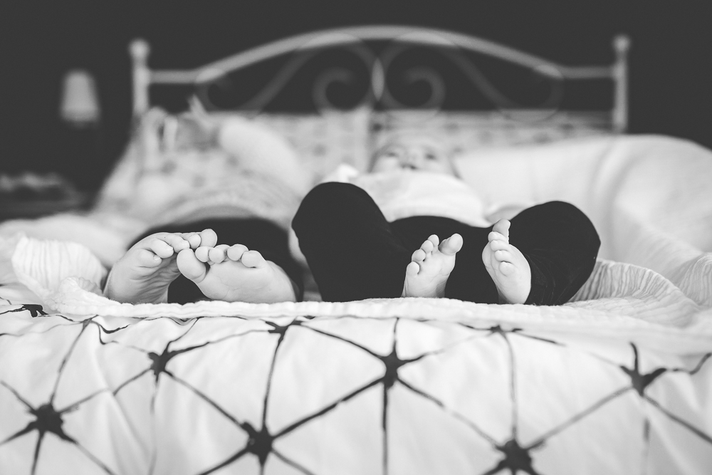 baby portrait, portrait, children's photography, black and white, children's toes and feet