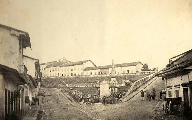 Na foto o Largo da Memória em meados do século 19 (clique na foto para ampliar).