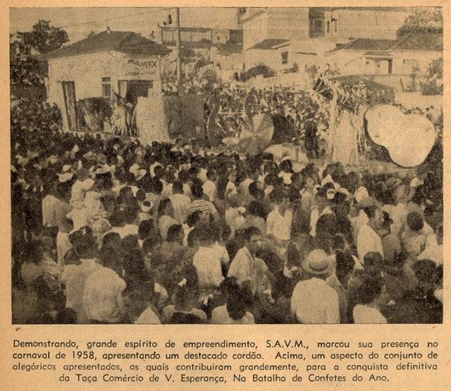 Folia no encontro das ruas Maria Carlota e Padre Olivetanos