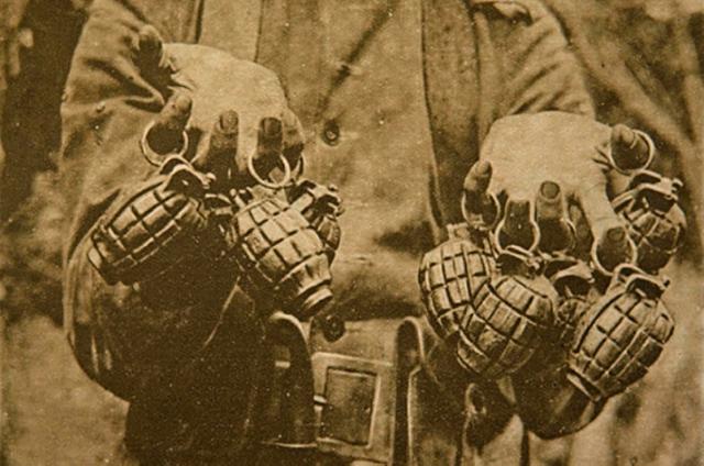 """As granadas das tropas revolucionárias eram apelidades de """"abacaxis paulistas"""""""