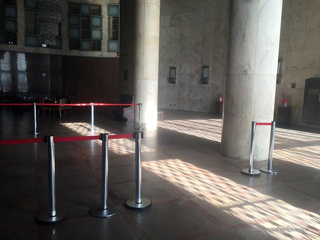 Hall do Altino Arantes está fechado e esquecido (clique na foto para ampliar)