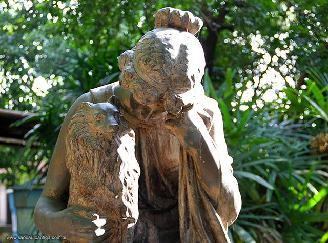 Detalhe da escultura (clique para ampliar)