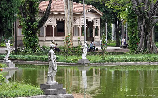 O Jardim da Luz em janeiro, quando as estátuas ainda estavam por lá (clique na foto para ampliar)