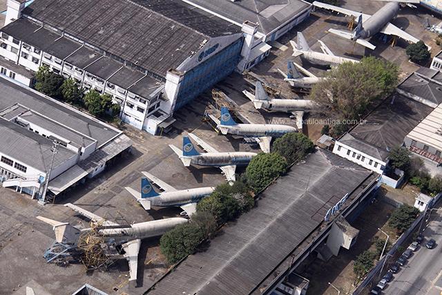 Na foto, hangar e aeronaves da extinta VASP (clique para ampliar)