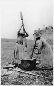 women_hulling_rice_l