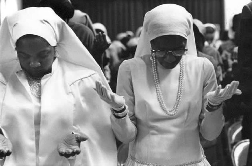 sister-clara-muhammad-praying