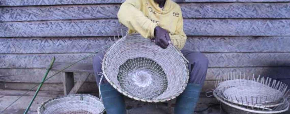 Un artisan du Manengouba